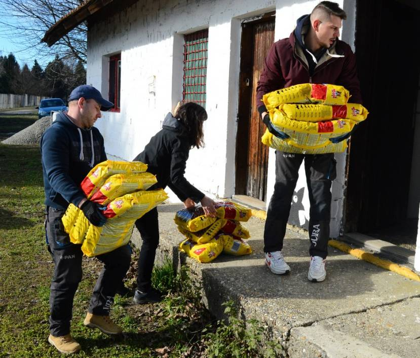 Donacija pseće hrane Udruzi Šinterice dobra srca