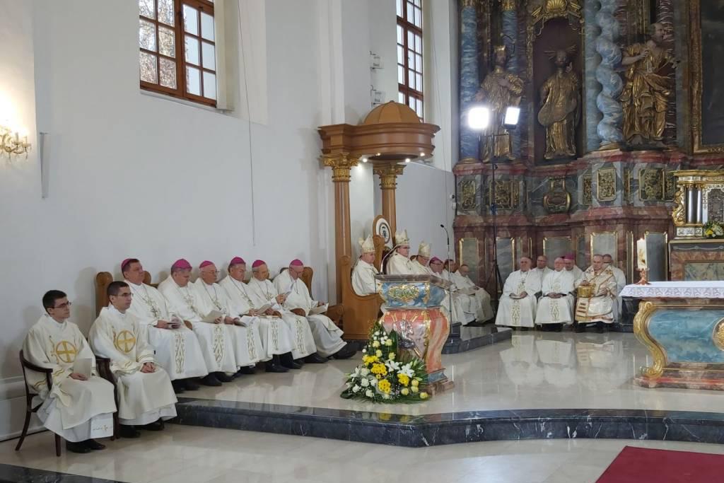Ređenje biskupa mons. Bože Radoša u varaždinskoj katedrali