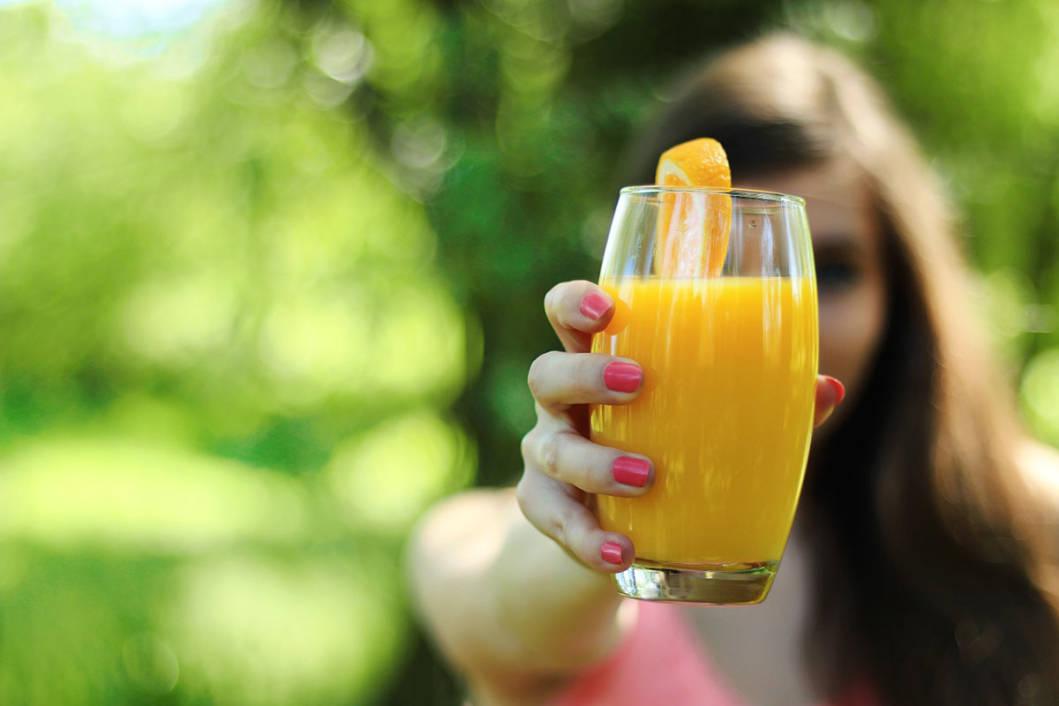 Čaša narančinog soka