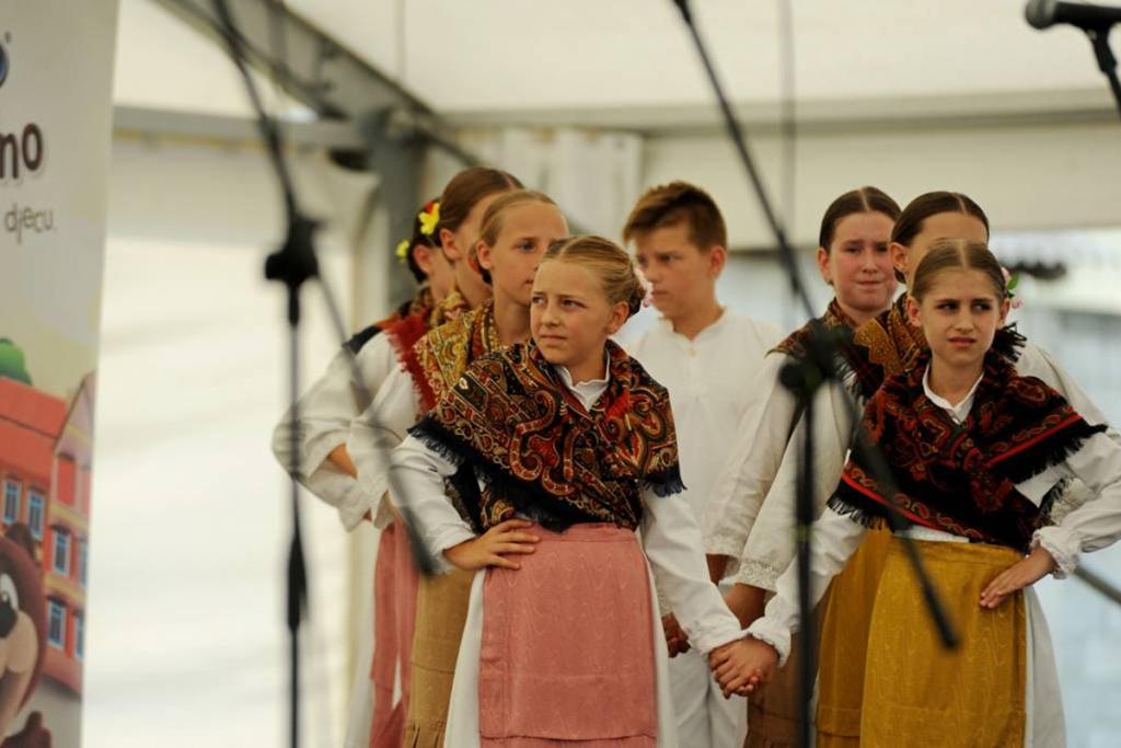 Mali folkloraši