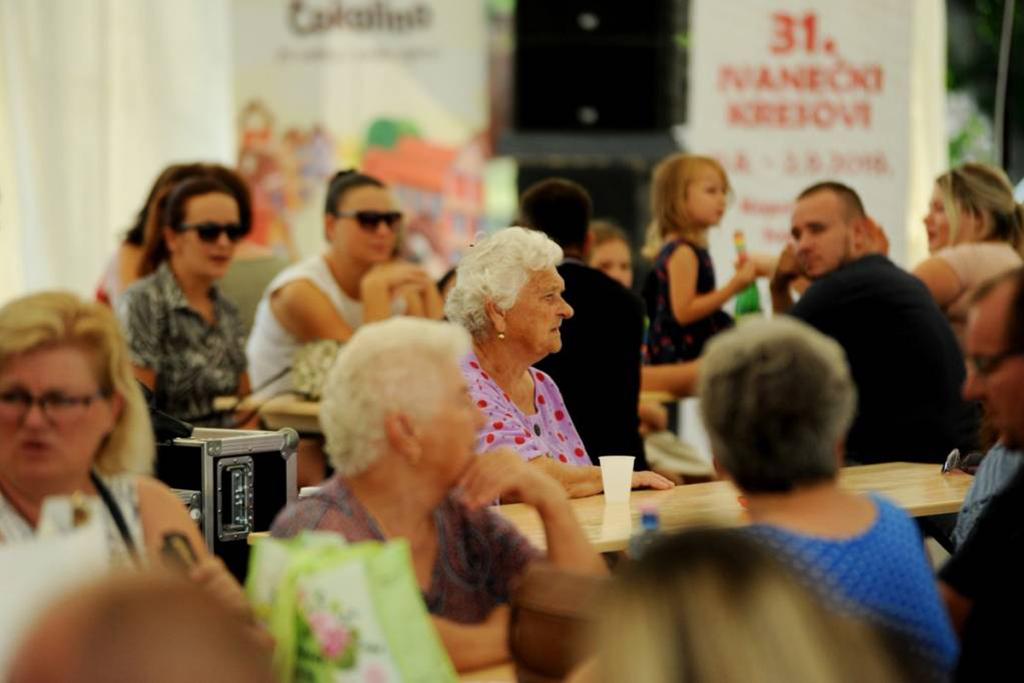 Ljudi - zabava - umirovljenici