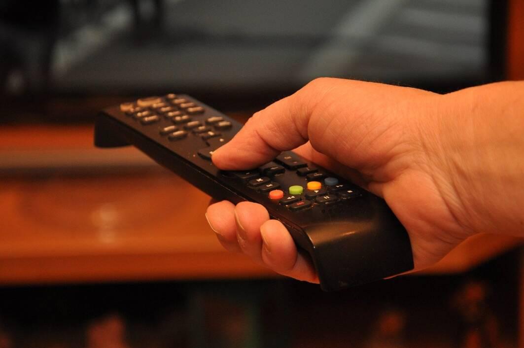 Daljinski upravljač - gledanje televizije