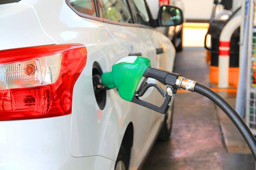 Točenje goriva na benzinskoj postaji
