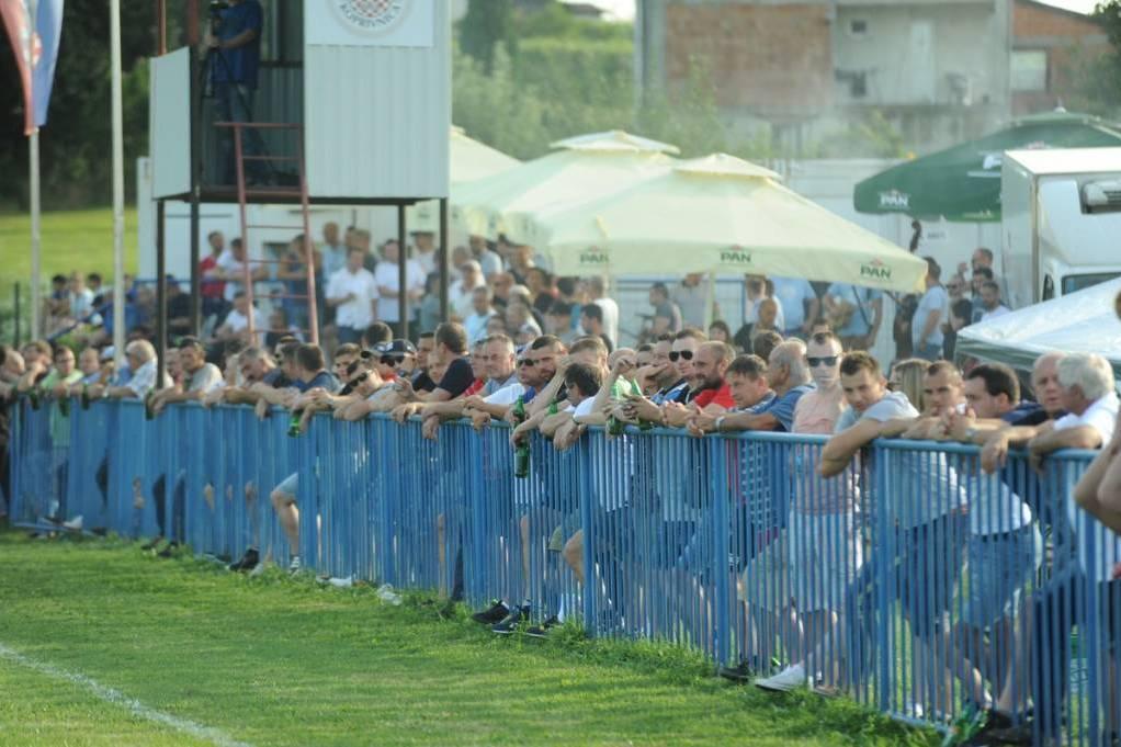 Brojna publika na utakmici u Močilama