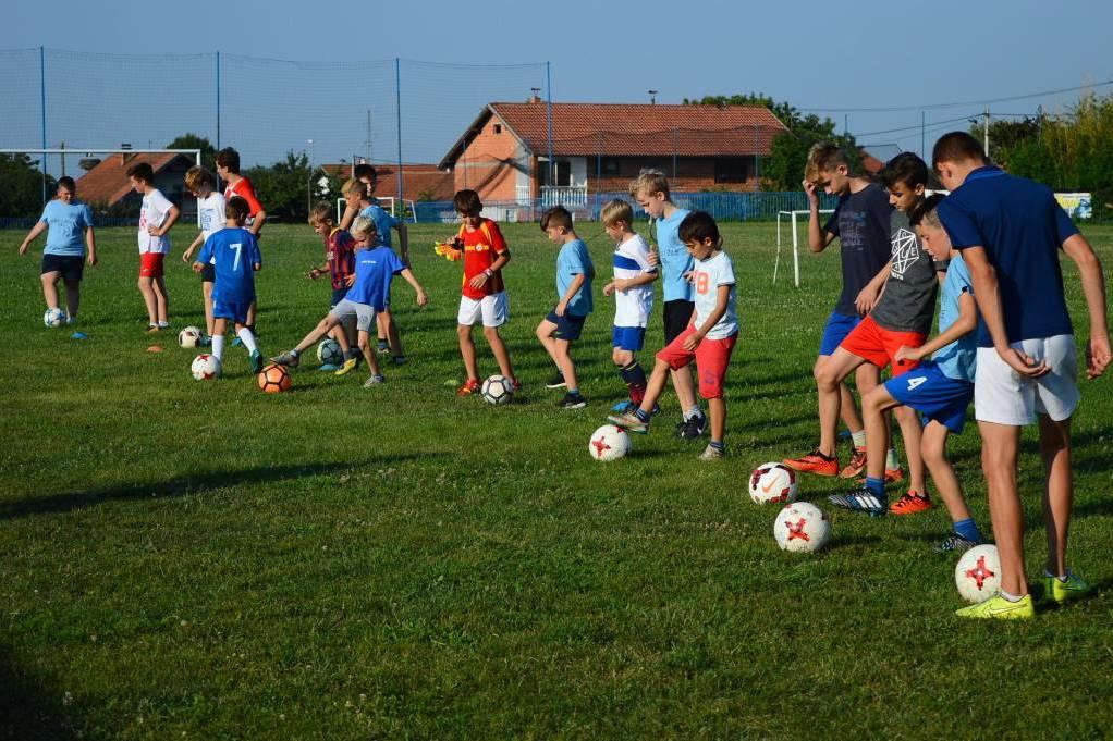 Djeca na treningu škole nogometa u Močilama