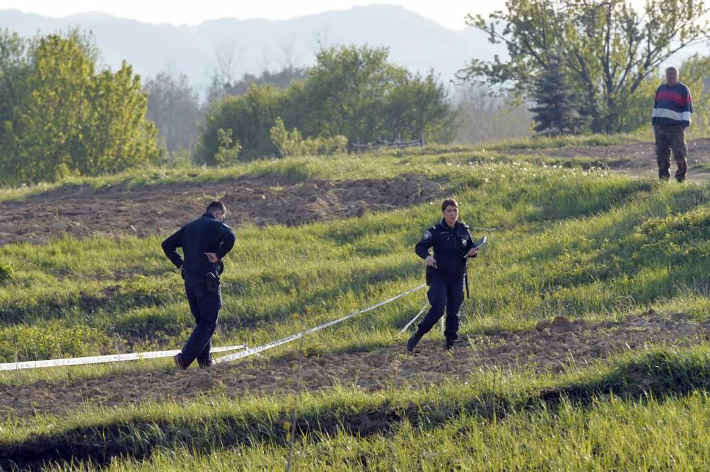 Policijski očevid na livadi i polju