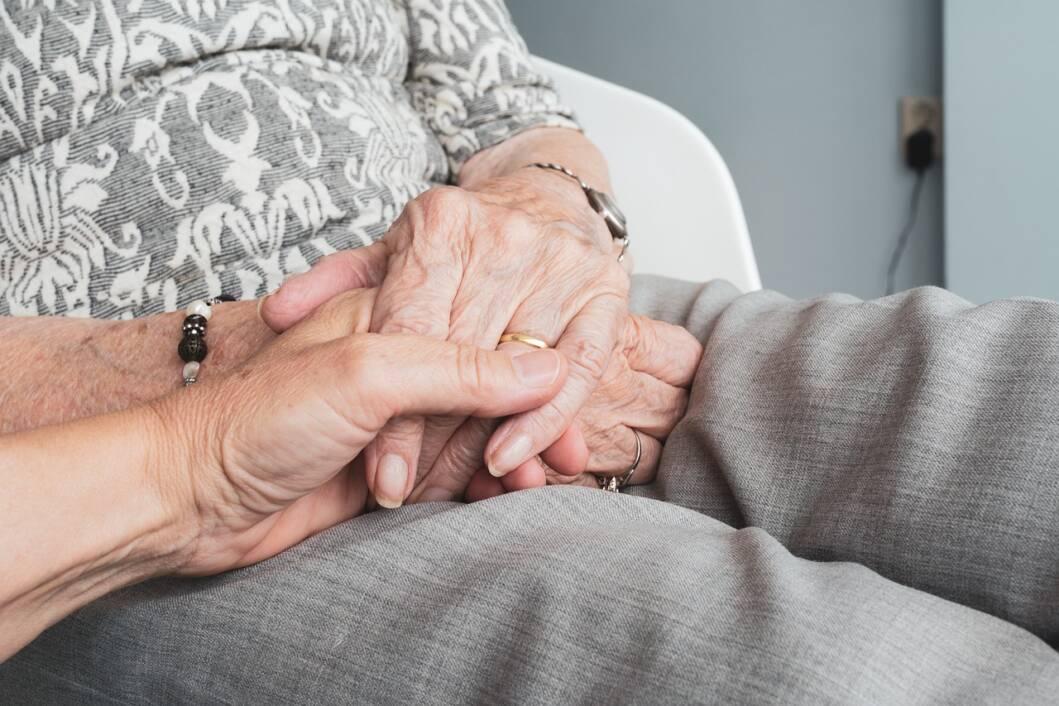 Držanje za ruke u starosti