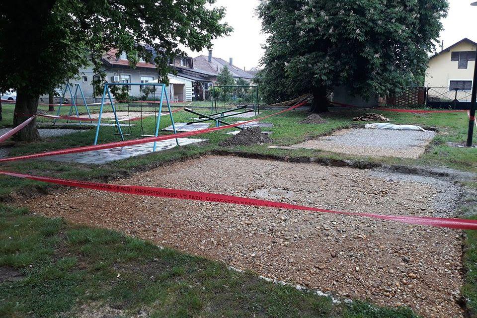 Radovi na gradnji dječjeg igrališta u parku Pod lipama u Novigradu Podravskom