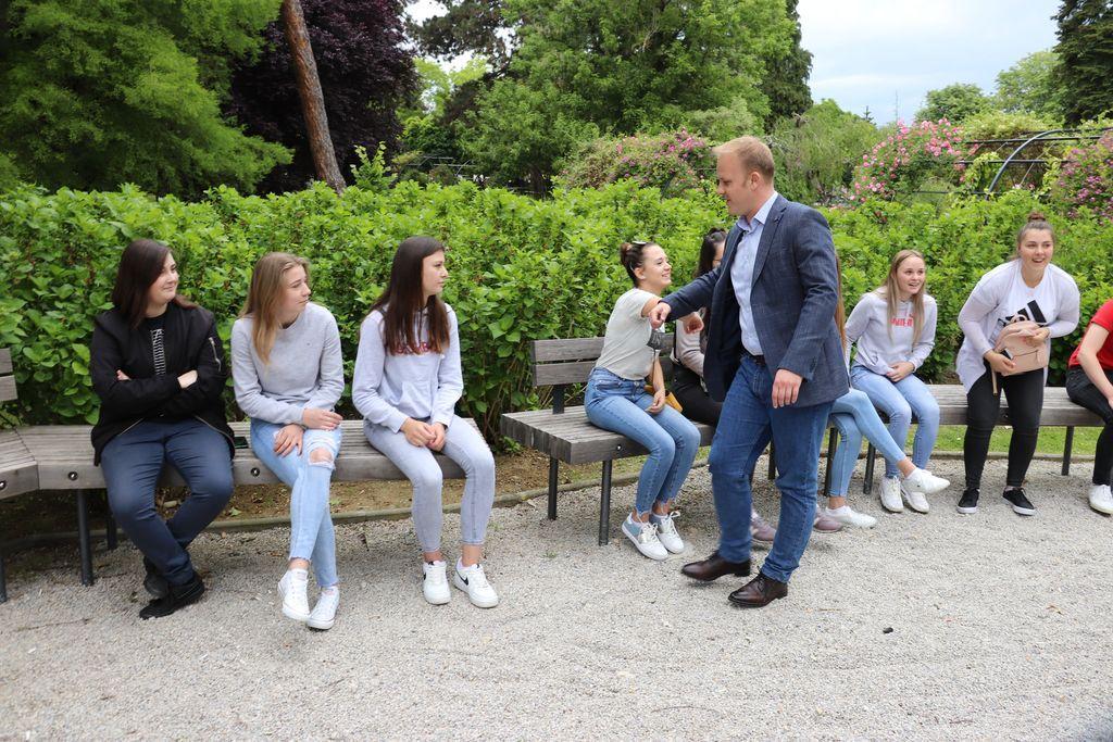 Gradonačelnik Koprivnice Mišel Jakšić u razgovoru s maturantima