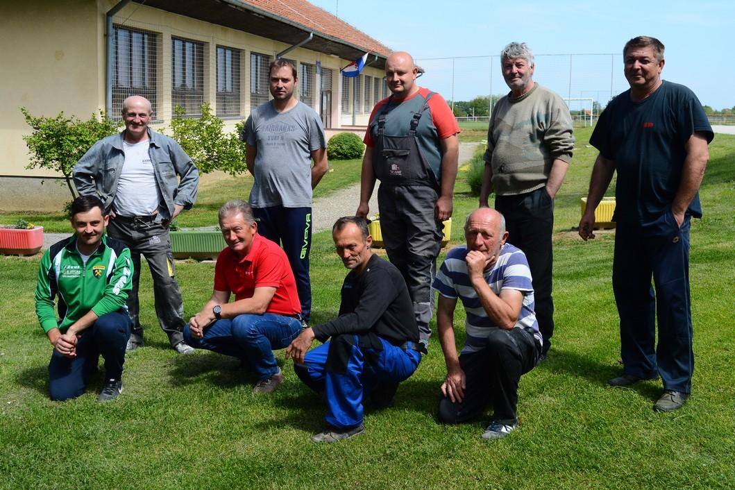 Vrijedni članovi NK Rudara iz Glogovca na jednoj od radnih akcija