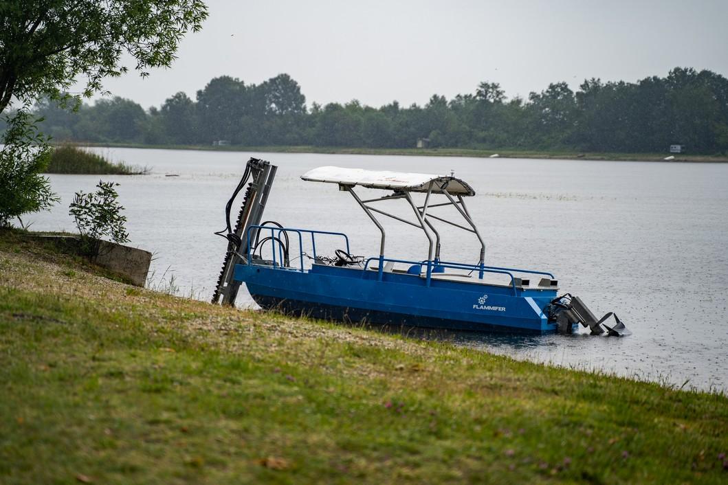 Čamac za košnju rese // Foto: Luka Krušec / LuMedia