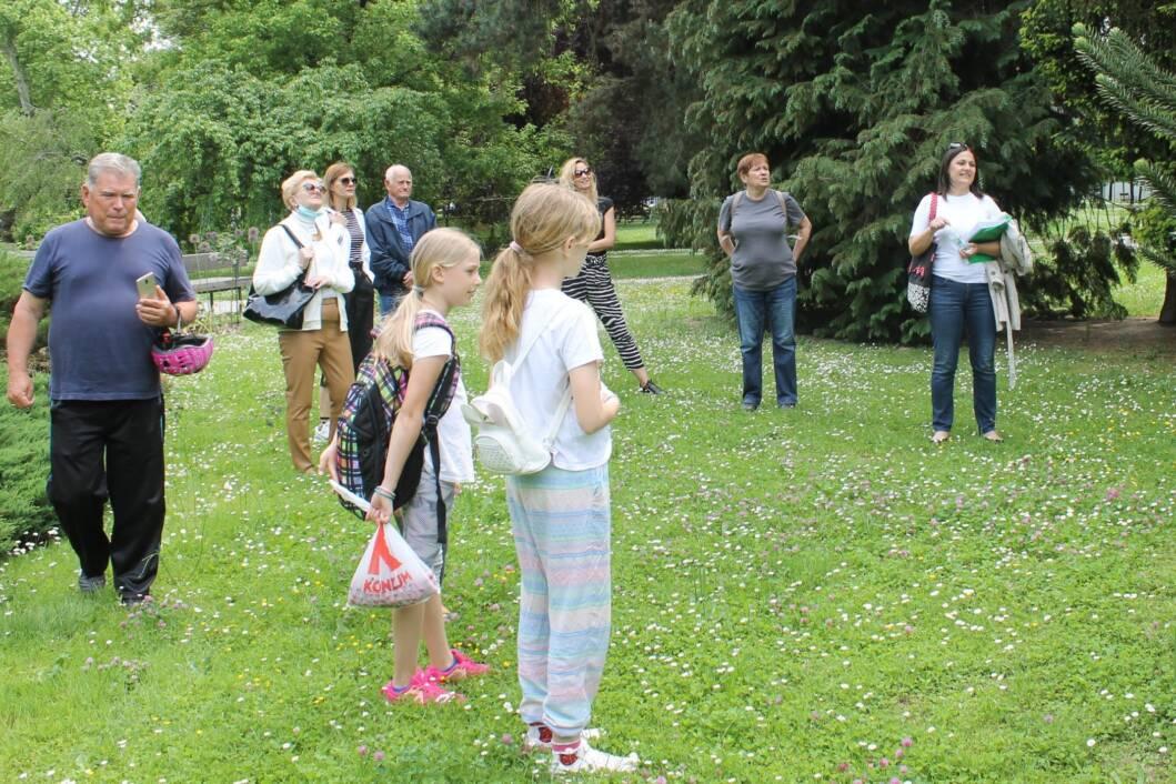 Građani u šetnji koprivničkim parkom