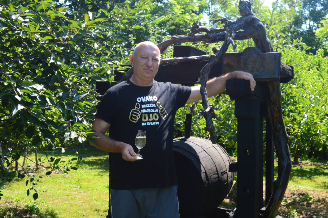 Ivan Vedriš u vinogradu na Triokraljskom Bregu