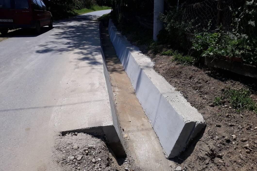 Betoniranje odvodnog jarka na cesti za Trstovo u Borovljanima