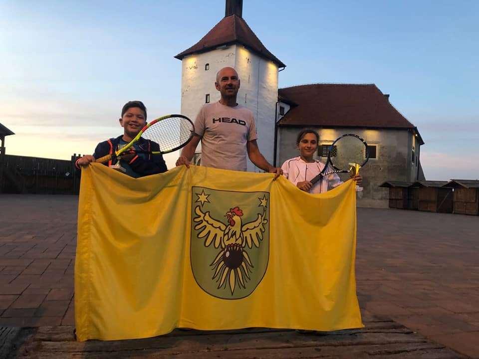 Mlade teniske nade Mia Robotić i Lucian Lacković prvaci regije