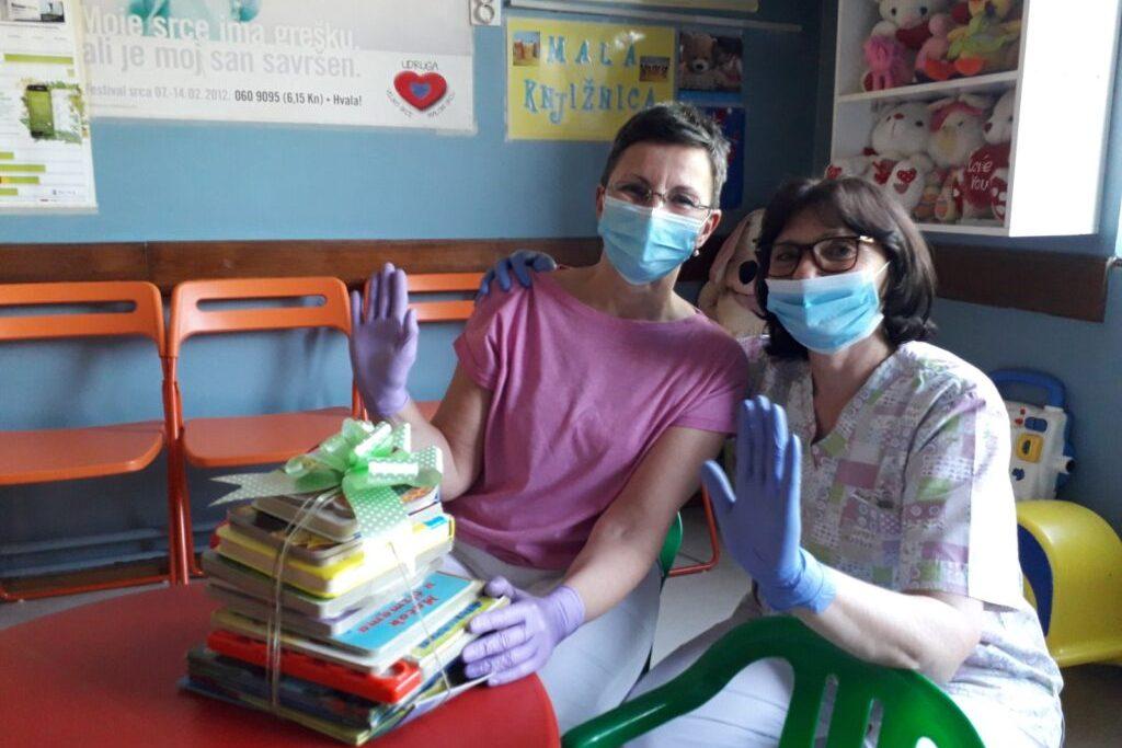 Prikupljene knjige darovane pedijatrijskoj ordinaciji dr. Valentić i dr. Vondračeka