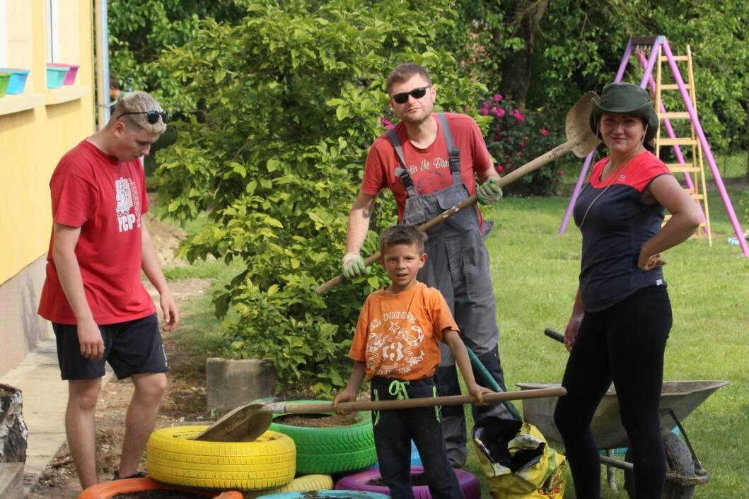 Učenici i roditelji s učiteljicom nakon odlično odrađenog posla // Foto: Samir Utegurovich