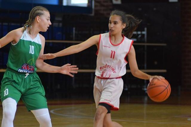 Mlade košarkašice Podravca iz Virja i zagrebačke Trešnjevke