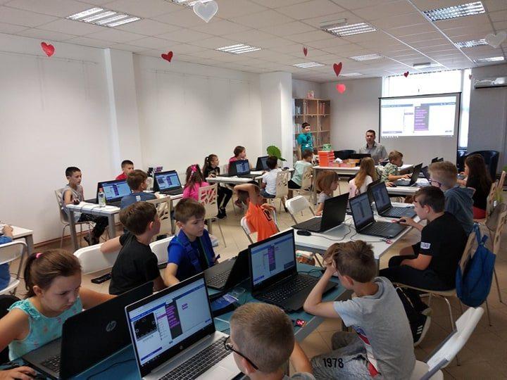Mališani učili programirati u Maloj školi robotike u Đurđevcu
