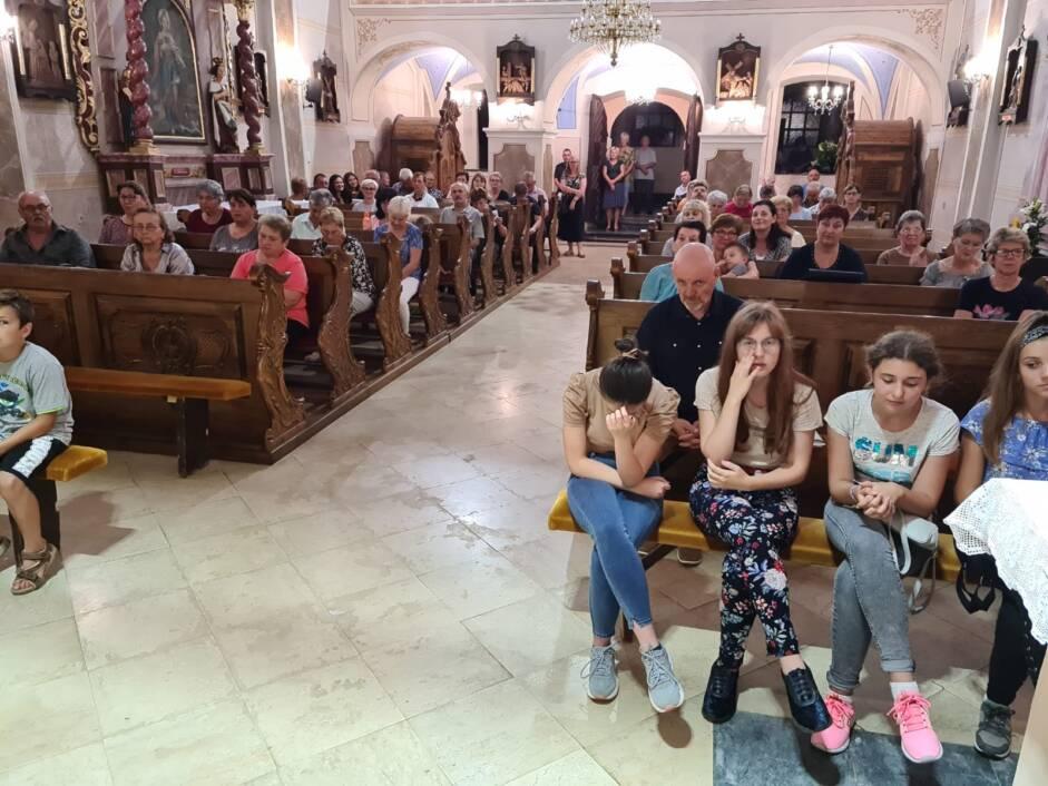 Vjernici u župnoj crkvi u Močilama