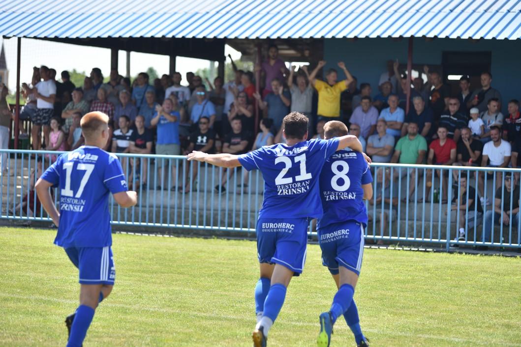 Slavlje nogometaša Bratstva iz Kunovca