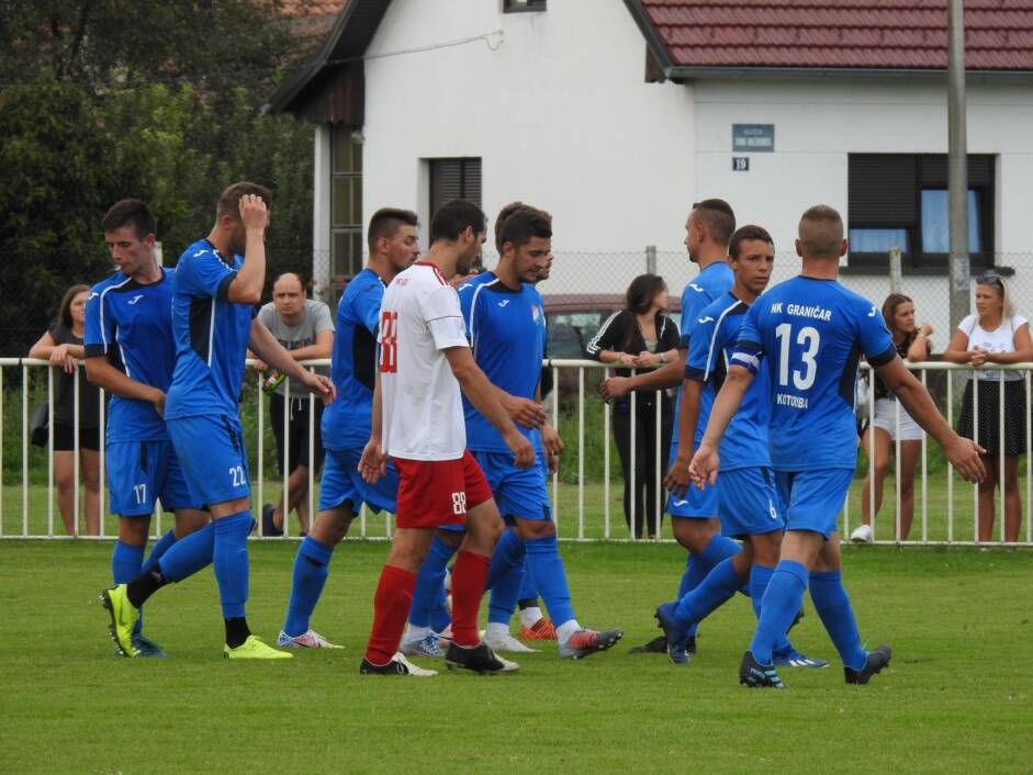 Slavlje nogometaša Graničara iz Kotoribe