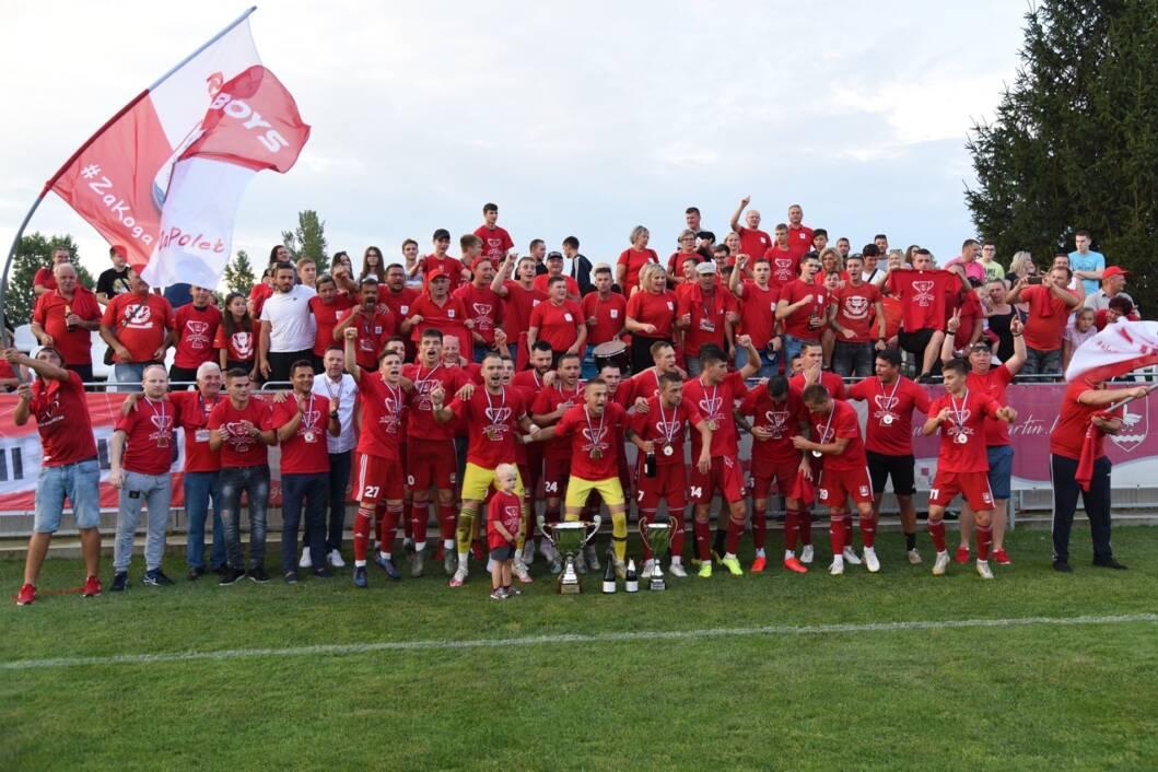 Nogometaši i navijači Poleta iz Svetog Martina na Muri