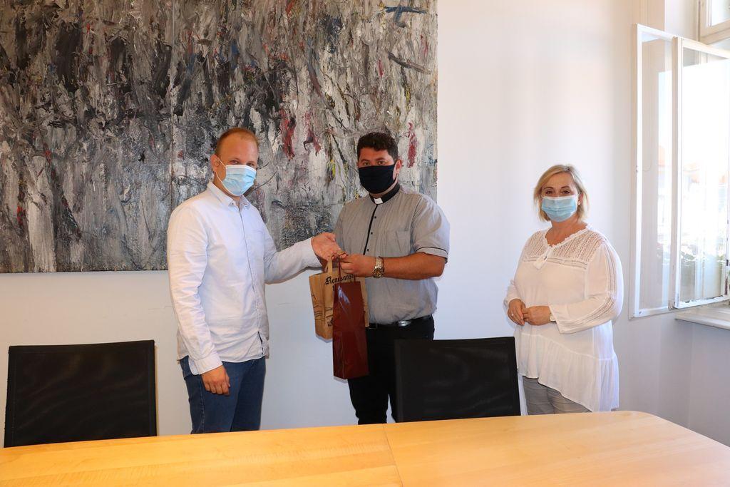 Koprivnički gradonačelnik Mišel Jakšić održao prijam za novog župnika u Starigradu
