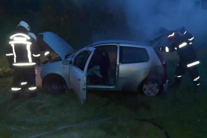 Zapaljen auto u Donjem Zebancu