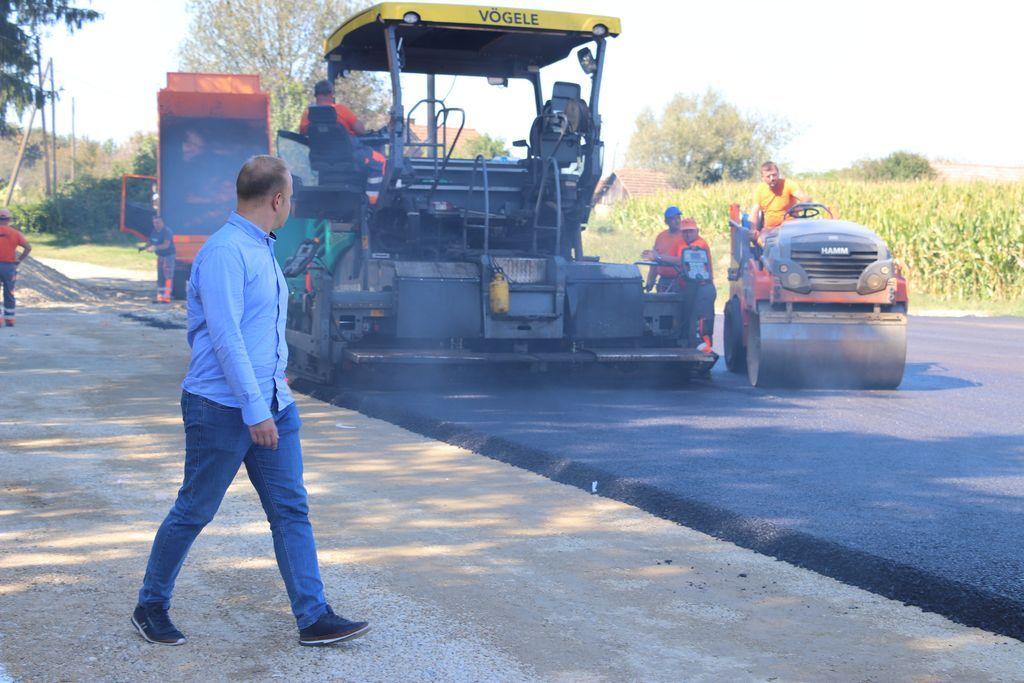Koprivnički gradonačelnik obišao radove na sportskom igralištu u Reki