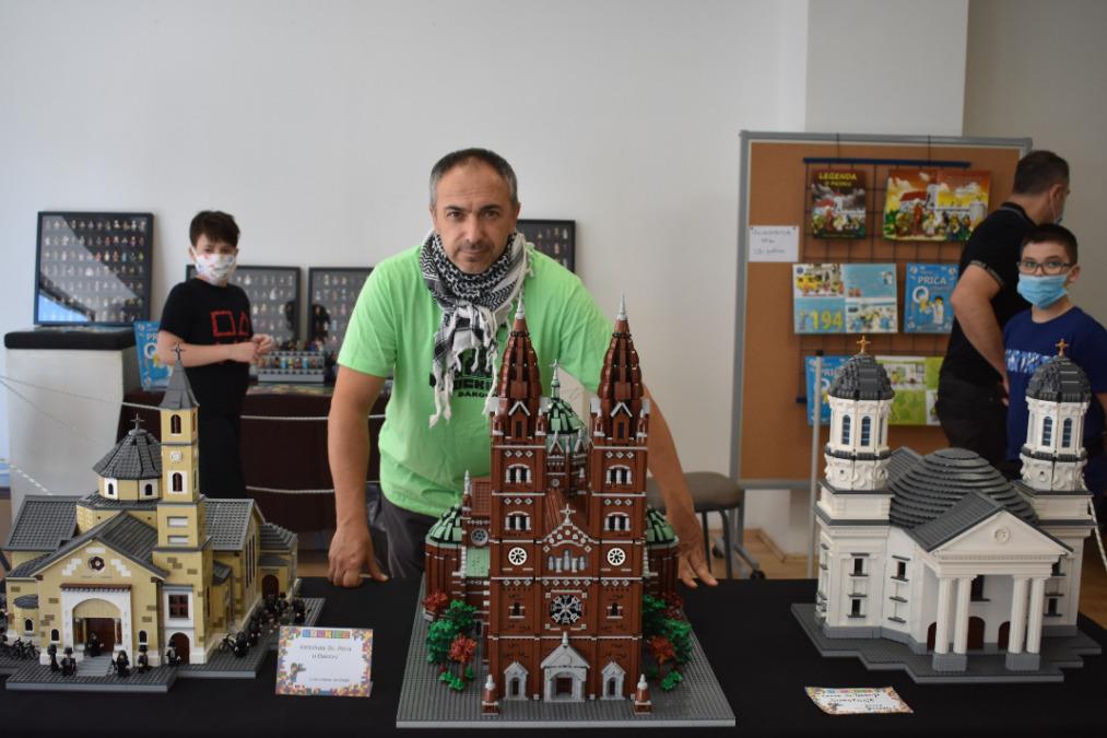 Đurđevčan Davor Jendrašić od Lego kockica izgradio đakovačku katedralu