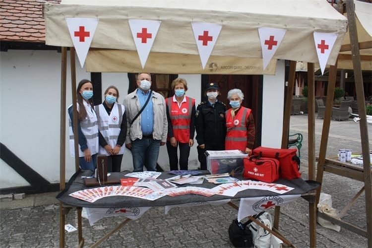 Đurđevački Crveni križ, Auto klub i policajci podsjetili građane na važnost sigurnosti u prometu