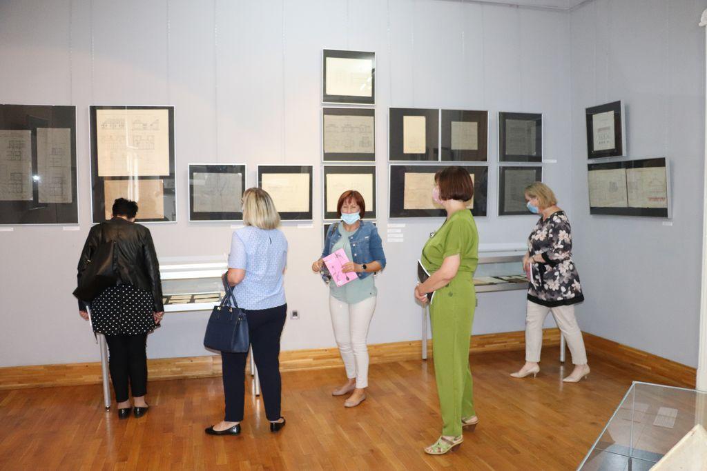 U koprivničkoj Galeriji otvorena izložba 'ONI I MI – Povijest javnog zdravstva u Koprivnici i okolici'