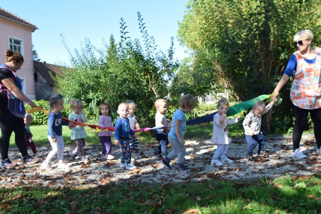 Prva šetnja jasličke skupine dječjeg vrtića Dabrić legradskim parkom