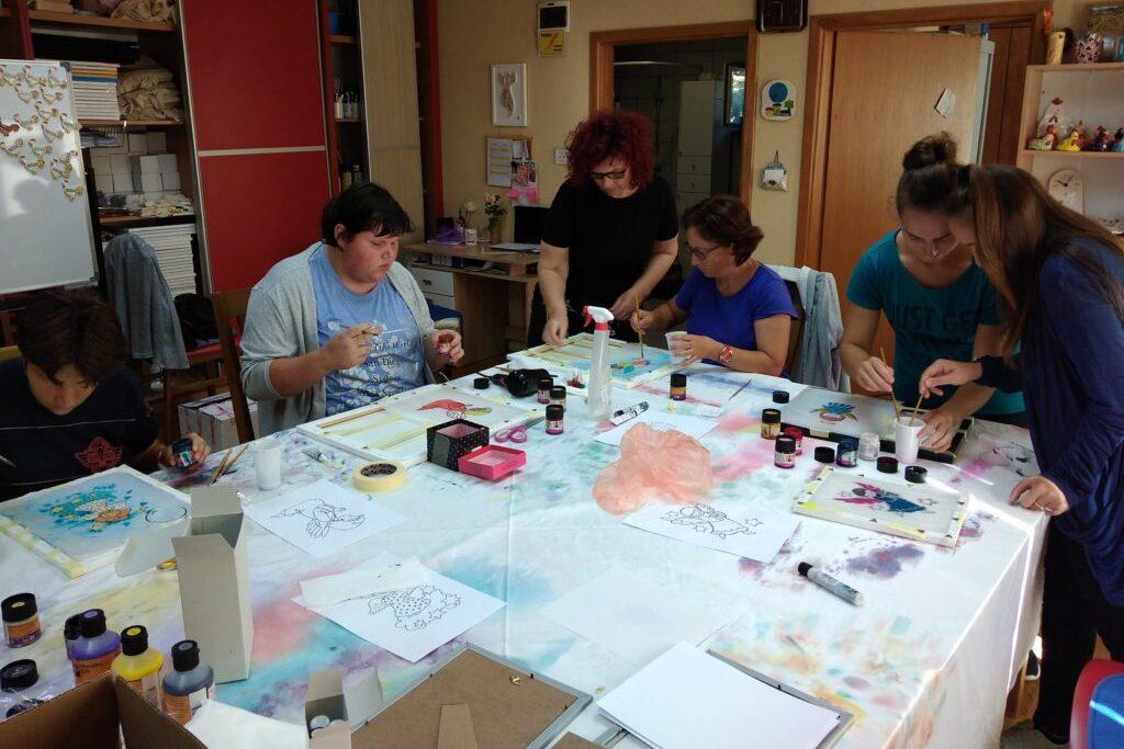 Članice Udruge Mali princ upoznale se s ljekovitim biljem i sudjelovale na radionici oslikavanja svile