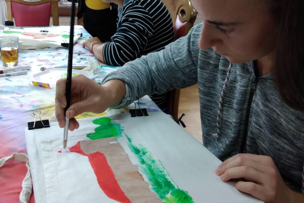 Sudionice projekta Za bolje sutra motivom đurđevačke utvrde Stari grad oslikale pregače