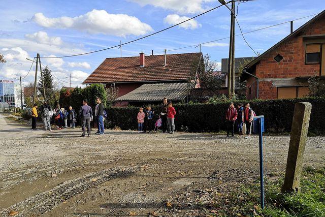 Učenici iz Močila čekaju školski autobus