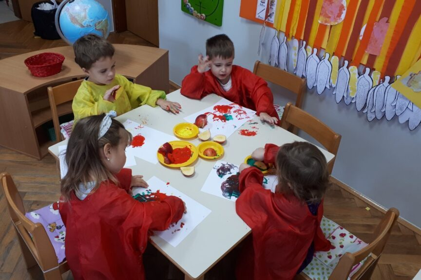 Vrtićarci iz Drnja uživali u šarenilu jesenskih boja