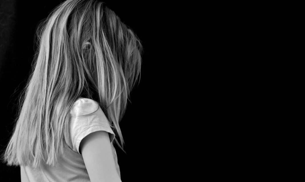 Tužna i zlostavljana djevojčica