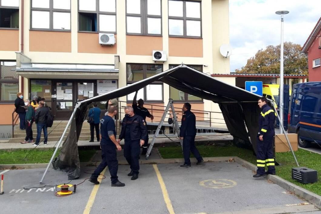 Šator ispred Doma zdravlja u Đurđevcu