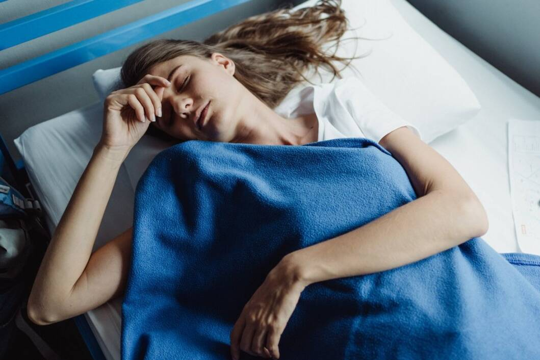 Žena spava dubokim snom