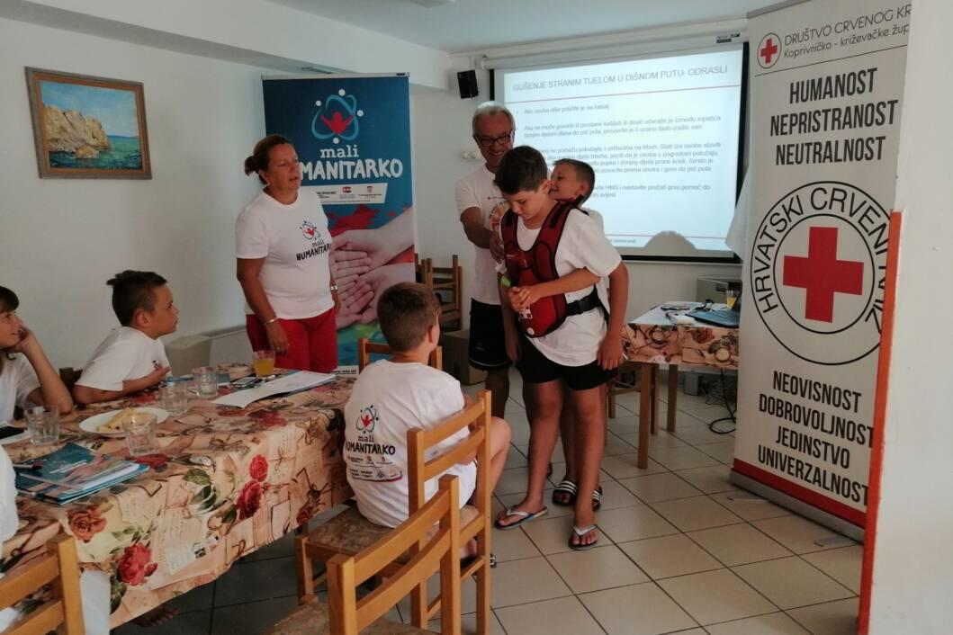 U ljeto 2019. godine učenici su sudjelovali u školi Malog humanitarka u odmaralištu na Pagu gdje su vježbali i prvu pomoć