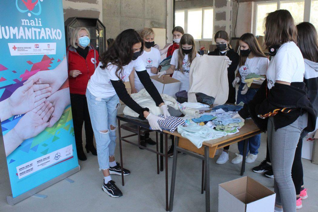 U prosincu 2019. i rujnu 2020. organizirane su akcije prikupljanja donacija hrane, higijene i odjeće u partnerskim školama
