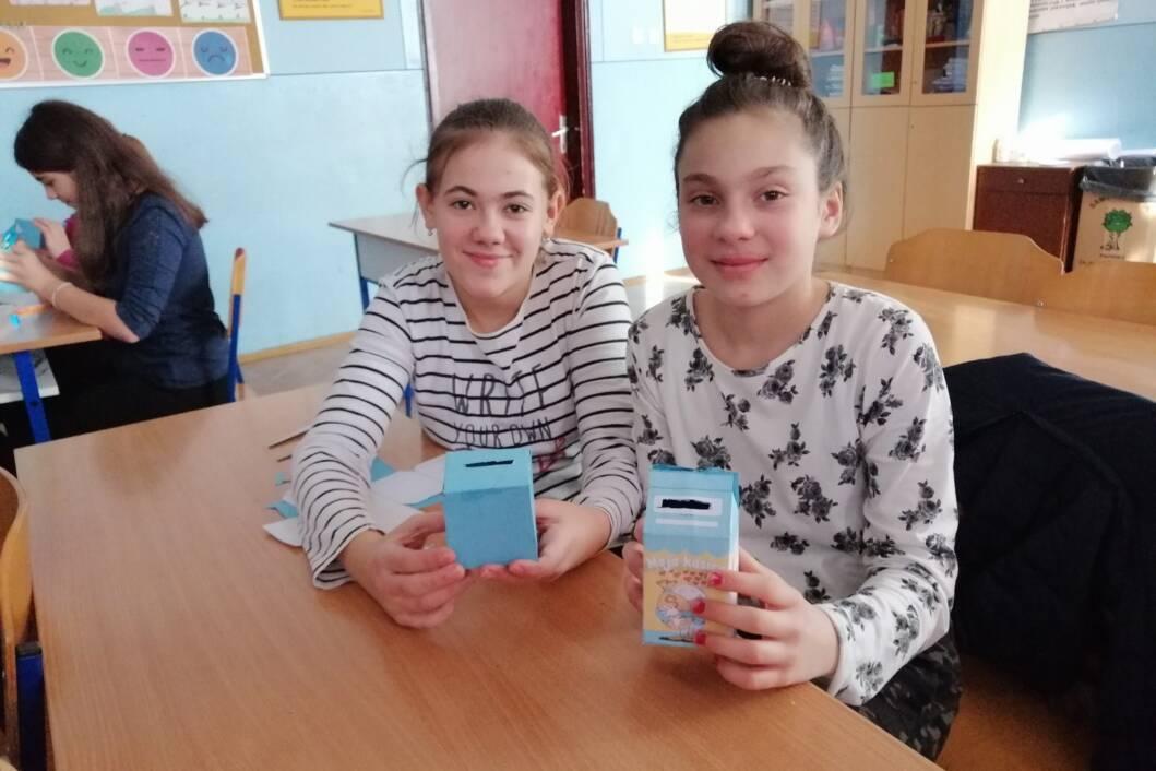 U veljači 2020. organizirane su radionice u partnerskim školama na kojima su učenici izradili kasice