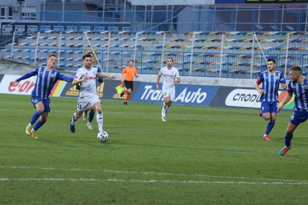 Veznjak Slavena Belupa Nemanja Glavčić na utakmici protiv Lokomotive