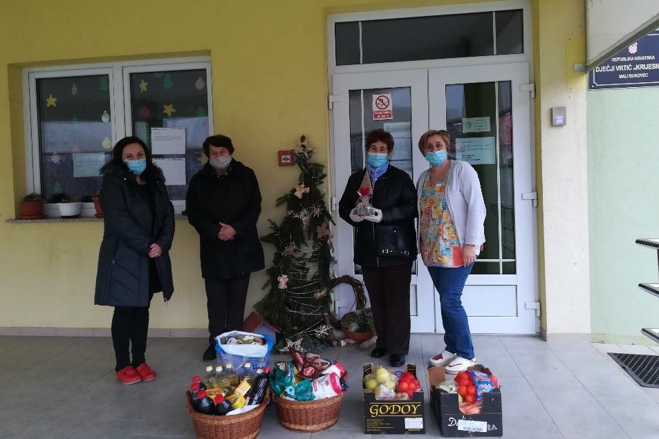 Udruga umirovljenika i starijih osoba razveselila poklonima mališane dječjeg vrtića u Malom Bukovcu