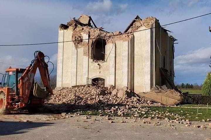 Razrušena crkva svetog Vida i Nikole u Žažini kraj Lekenika