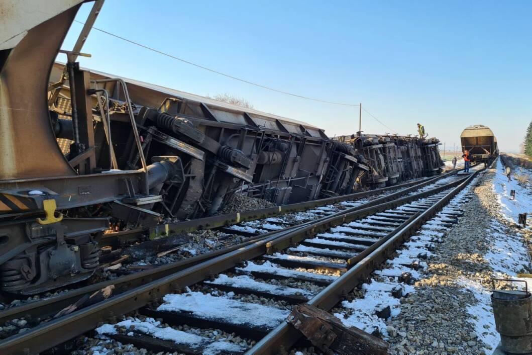 Teretni vlak iskočio je iz tračnica