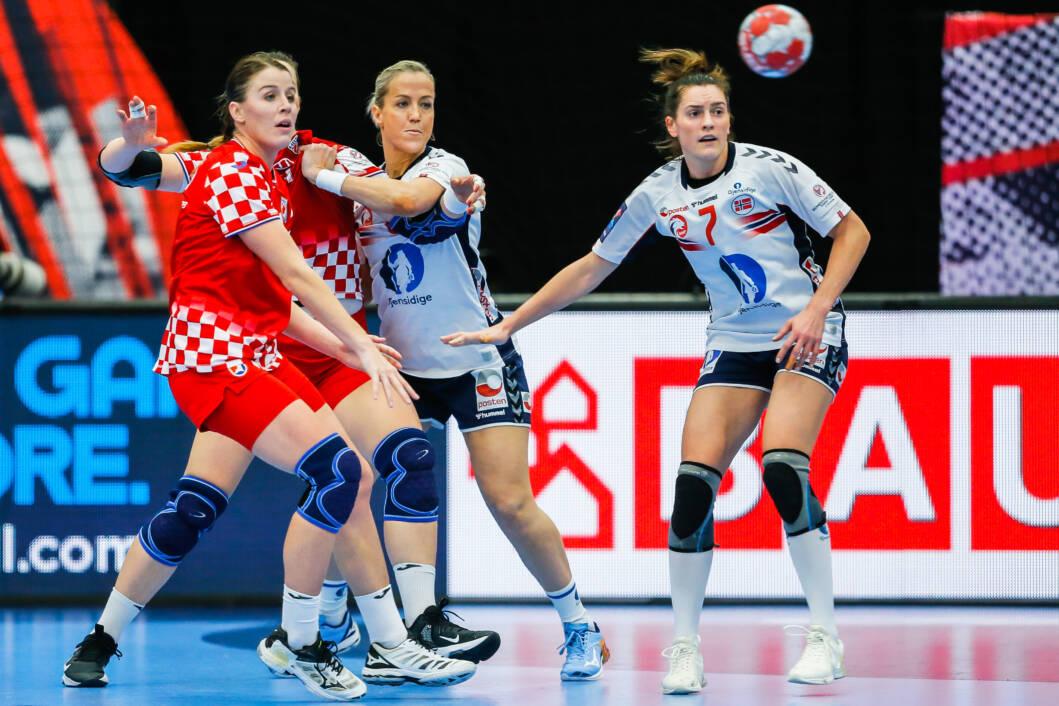Larissa Kalaus u dresu hrvatske rukometne reprezentacije na Europskom prvenstvu // Foto: HRS