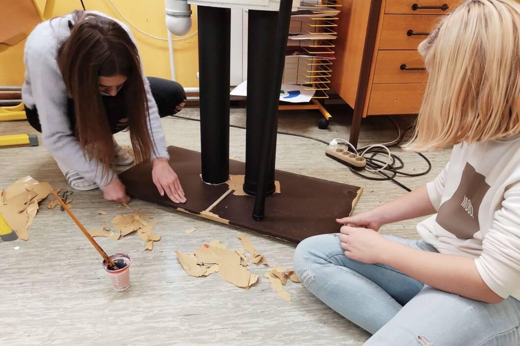 Učenice OŠ Braća Radić izrađuju Orašara